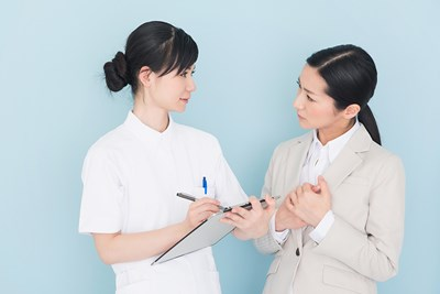 Doctor and patient discuss ovarian cysts