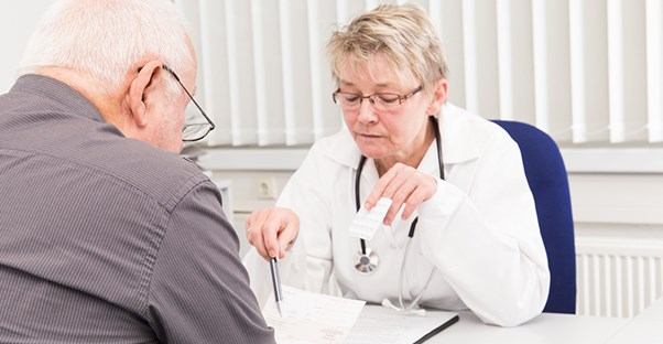 doctor discussing aphasia diagnosis with patient