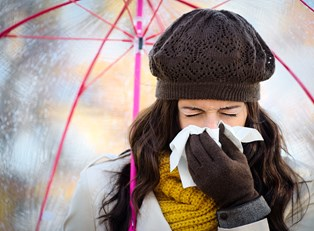 a woman suffering from common cold symptoms