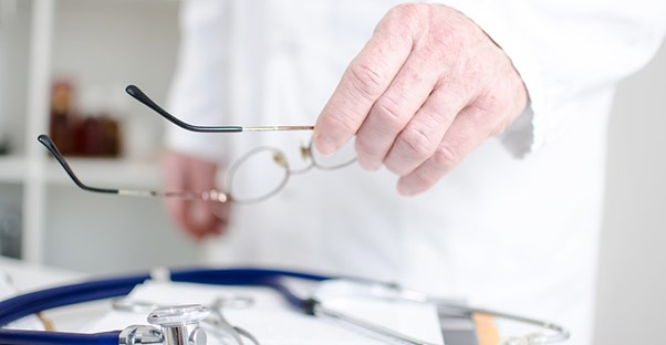 A doctor prepares for a diagnostic laparoscopy