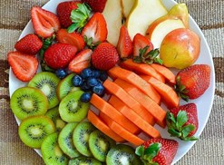 plate of fruit healthy food