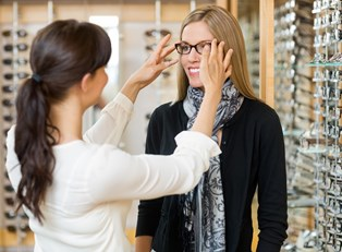 5 Tips for Buying Glasses and Contacts